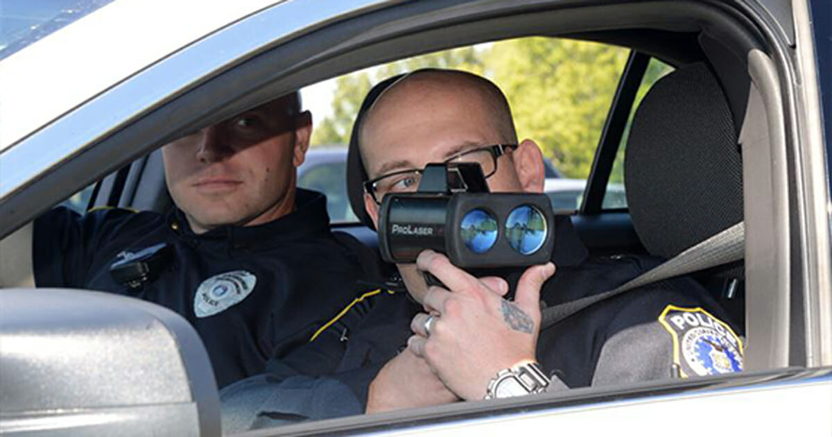 This simple trick prevents the police from ever giving you a speeding ticket again
